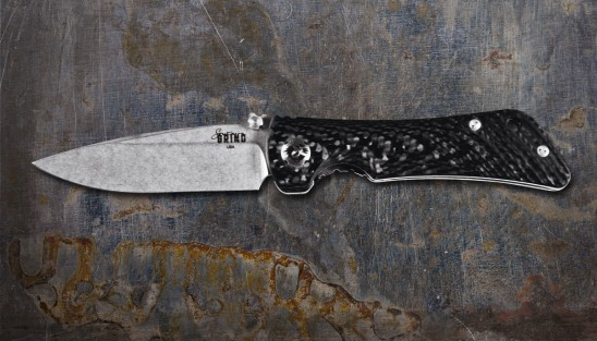 EDC knife with folding, 3.25-inch drop point blade made of S35VN steel.